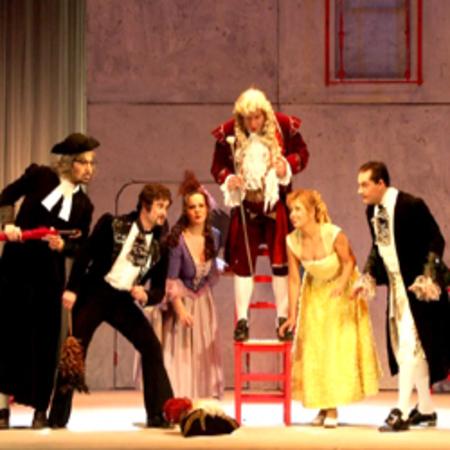 """プラハ室内歌劇場「セビリアの理髪師」 Chamber Opera Prague """"Il ..."""